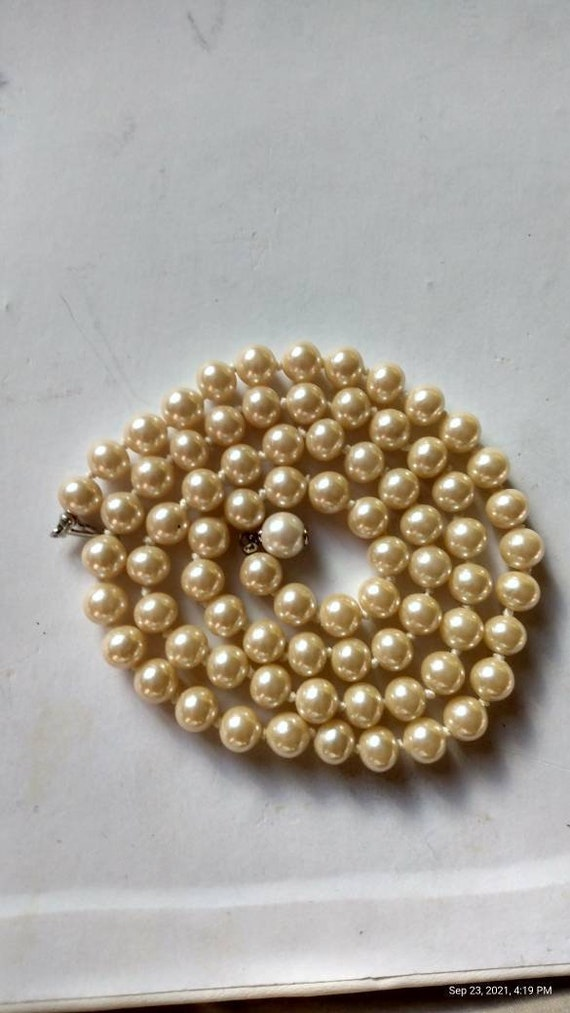 Fine Faux Pearl single Strand of Faux Pearls Vinta