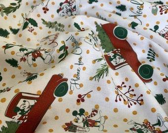 Disney Christmas - Mickey & Minnie 100% Cotton Fabric - Half Metre/Metre