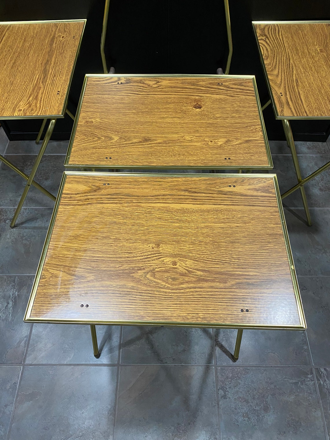 Set of 4 Vintage Folding Metal TV Snack Tray Tables On Stand Wood Grain Decor