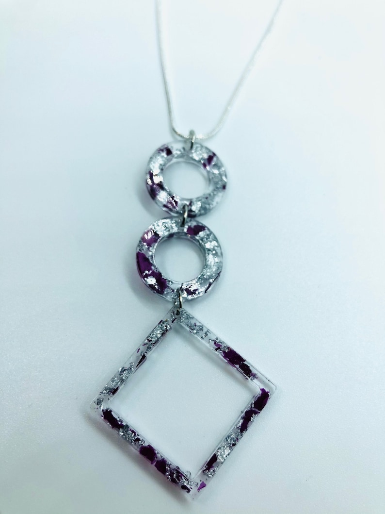 Triple pendants with burgundy flowers and silver flakes