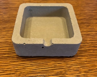 Concrete ashtrays / concrete ashtrays