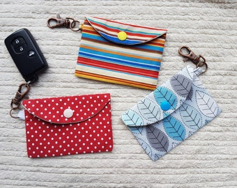 Face mask pouch with lobster clip