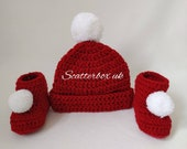 Crochet red and white bobble set, unisex baby gift, red booties, red hat, baby shower gift, baby announcement, 0- 6 months