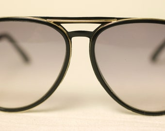 Vintage unisex black coloured metal frame pilot-style eyeglasses-used-well worn condition-free postage worldwide-2-14 working days delivery