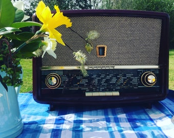 Upcycled 1950's Bakelite Vintage Radio - Bluetooth speaker and so much more...