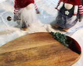 Small chopping board. Range cutting board. Cutting board in wood and resin. Candle base. Decorative centerpiece.
