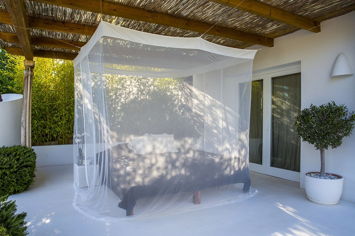 The Akash Premium Mosquito Net| Box Shaped High-End Polyester Canopy | Eight mounting points strengthened roof corners| For Large Double Bed