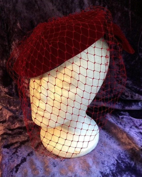 Red veil hat vintage velvet pillbox  bow  50's  go
