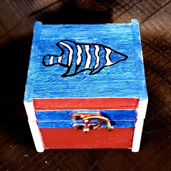 Striped Fish Box (Click for more views)