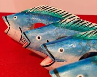 Set of 4 Vintage Napkin Rings 1970s Parrot Hand Painted Tropical Fish Wood Pastel Napkin Rings Vintage Beach Decor Napkin Rings Fish