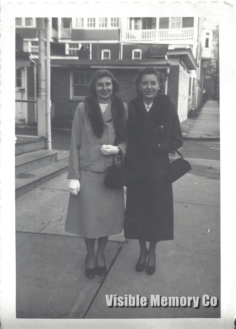 2 Pretty Young Woman Dressed Up Fashion Gloves Coats Vintage B/&W Circa 1950  Photo 3.5x5 Vernacular Found Snapshot Photograph