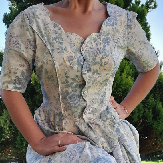 Beautiful vintage floral Laura ashley dress with s
