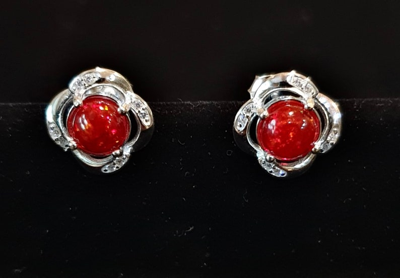 Natural Red Opal Studs,925SterlingSilver,Flower Border Design With Small Round Opal Enclosure Round CZ Surround,100/%Natural Opal,2.44Grams.