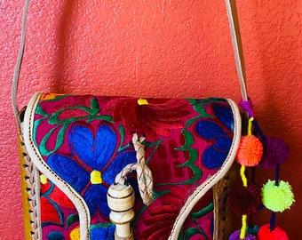 Hand tooled charming purse leather.Mexican leather crossbody Adjustable strap. Bolsa Mexicana.Bolsa de piel.