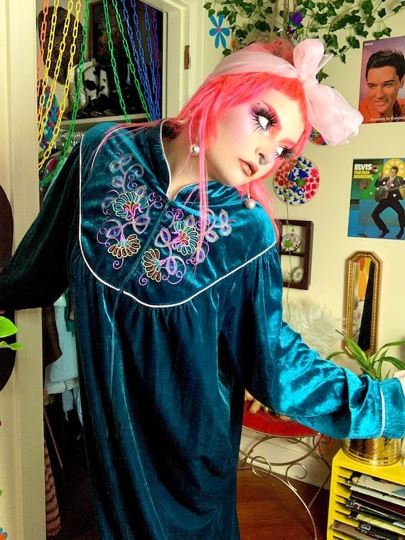 80s Teal Velvet Embroidered Robe