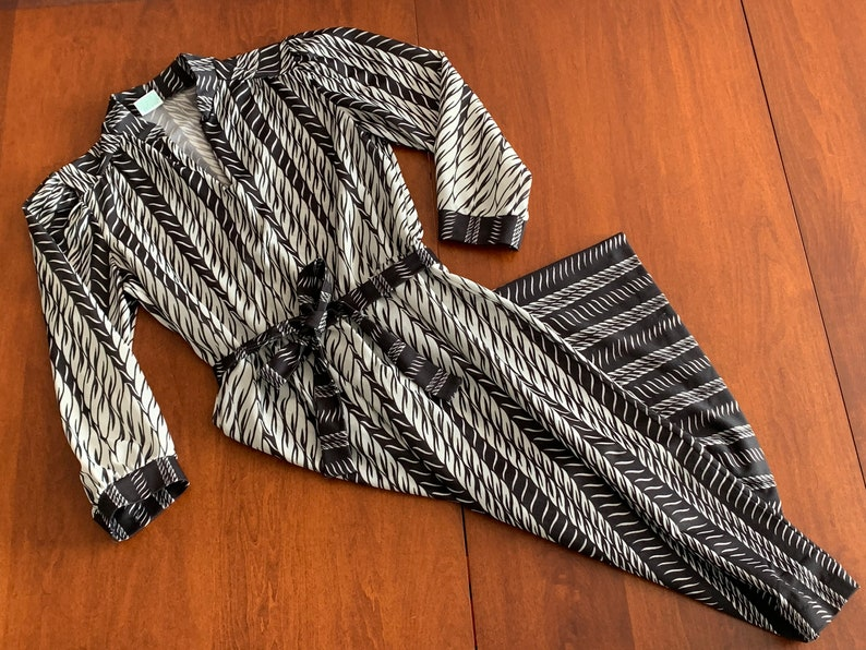 Vintage 1970s Black and White Belted Dress 70s Mock Collar and V Neck Women/'s Small Rope Cord Print