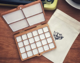 Portable watercolor case in wood 24 containers