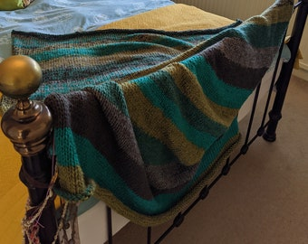 Made to order, hand knitted blanket. Made in any colour or size and I use 2 balls of wool at the same time to make it extra warm and cosy.