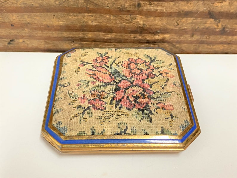 Mirrored Powder Compact Compact with Embroidered Floral Top 1950s Powder Compact Gold Tone Metal Compact Vintage Petit Point Compact