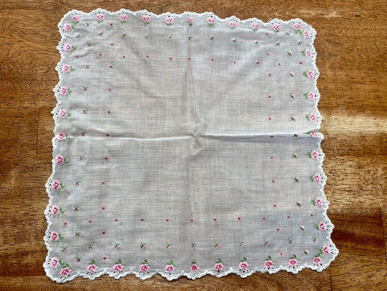 Vintage Floral Handkerchief White Trim Handkerchief Flower Hankie White and Pink Hankie Quilt Square Quilt Square Floral Linen