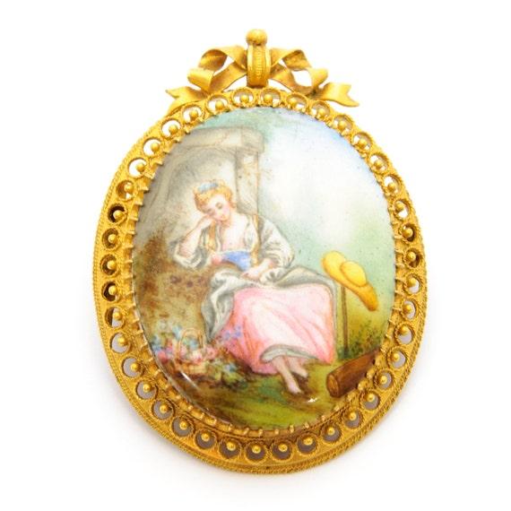 Antique Enamel 14 Karat Yellow Gold Brooch