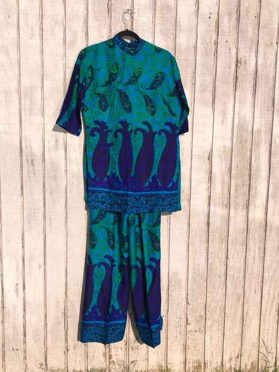 Psychedelic 60s Vibrant Jewel Toned Tiki Oasis Hoa