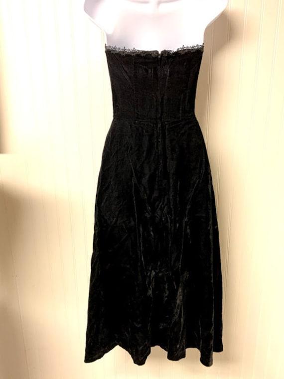 Black Velvet Gunne Sax Dress - image 3