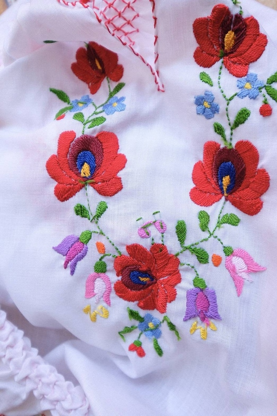 Hand embroidered Hungarian 1990's. - image 6
