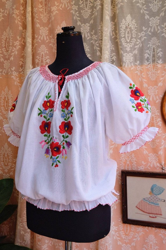Hand embroidered Hungarian 1990's. - image 9