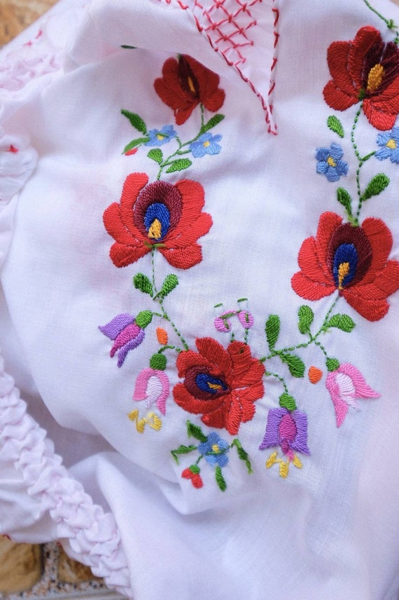 Hand embroidered Hungarian 1990's. - image 7