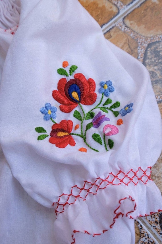Hand embroidered Hungarian 1990's. - image 4