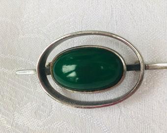 Pretty Vintage Forest Green Enamel Crest Bar Pin AO5 Gold tone