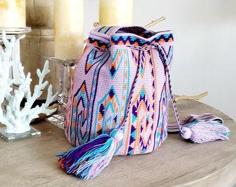 Premium quality single thread size large wayuu mochila bag.