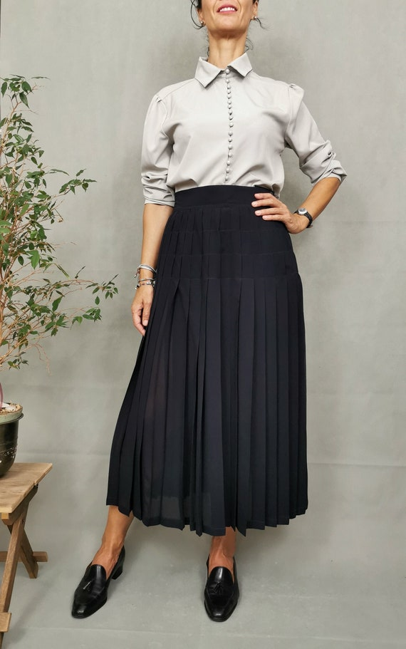 Silk pleated skirt for women size M;  Long silk sk