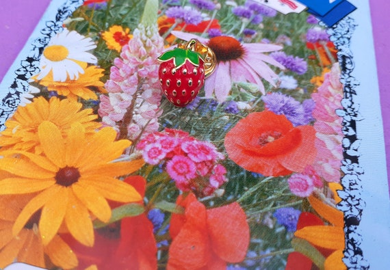 Adorable Tiny Strawberry Brooch ~ Little Strawber… - image 3