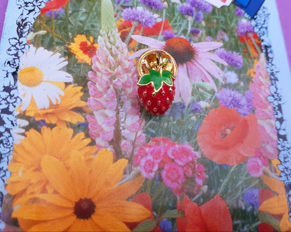 Adorable Tiny Strawberry Brooch ~ Little Strawber… - image 10