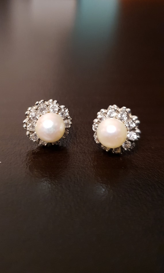 Vintage 18k White Gold Pearl and White Sapphire Ea