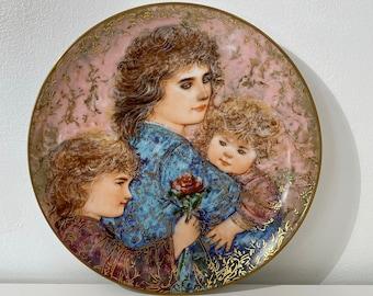 """Vintage Limited Edition Edna Hibel """"Elizabeth, Jordan and Jamie"""" 1990 Mother's Day Porcelain Collector's Plate"""