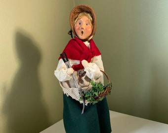 """Vintage Rare BYERS' CHOICE Caroler Winterthur Ladies """"The Holly Gatherer"""" Collectible Figure"""