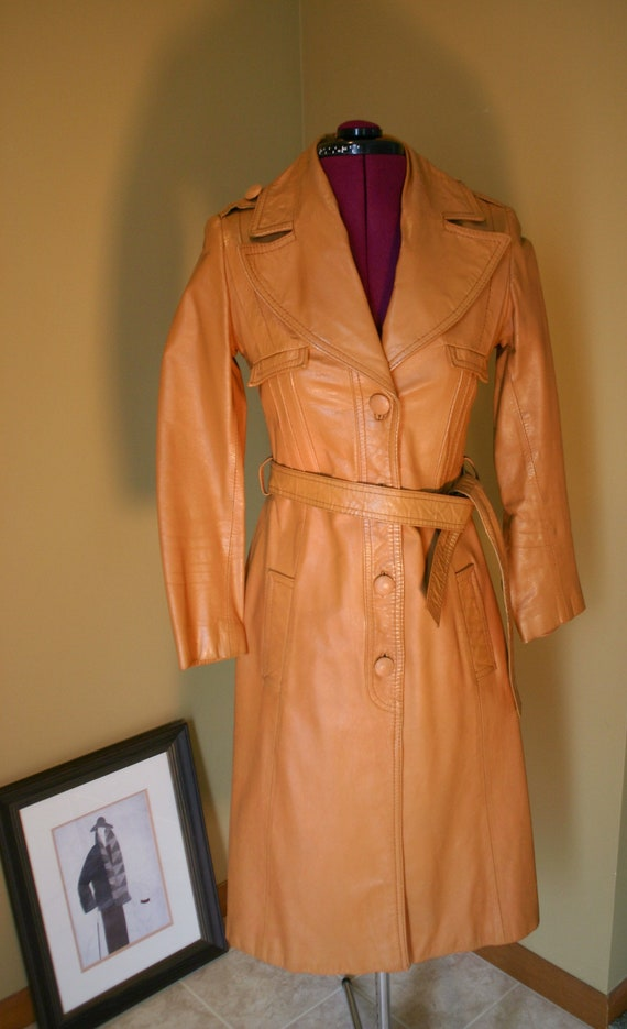 1970s Vintage women's tan stiff leather trench coa