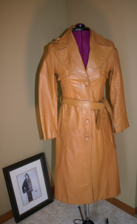 1970s Vintage women's tan stiff leather trench co… - image 6