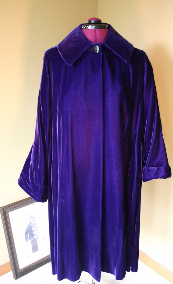 Vintage 1960s purple velvet opera coat from Montal