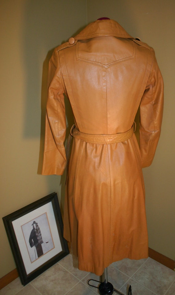 1970s Vintage women's tan stiff leather trench co… - image 7