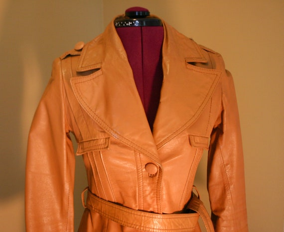 1970s Vintage women's tan stiff leather trench co… - image 2