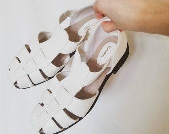 white size 8.5m 1990s soft spots womans sandals color