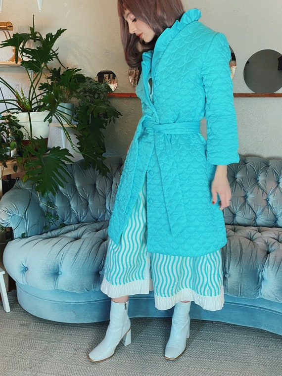 Vintage 1960s Blue Quilted House Coat