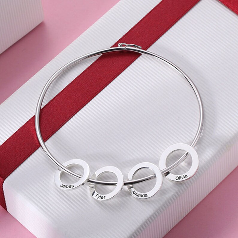 Personalized Family Names Bangle Bracelet Mom and Family Engraved Names Bracelet in Sterling Silver 925 Great Gift for Yourself