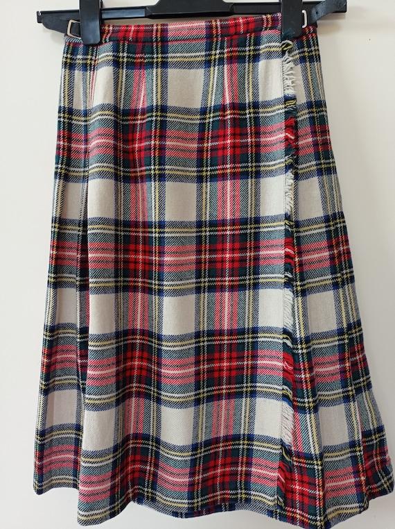 Vintage Wool Fabric Canada Back Pleated Skirt with 31 Waist 100/% Wool Clan Maxwell Women/'s Tartan Kilt Skirt by Dalkeith of Toronto