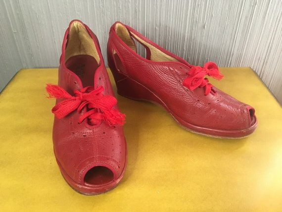 Red 40s Style Wedges