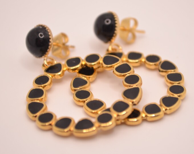 Round black and gold resin earrings